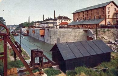 Kanalhafen, rechts die Salzmühle