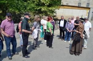 Gruppe bei einer Führung mit Yvonne Schmidt