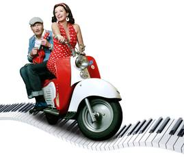Frau und Mann auf einem Roller
