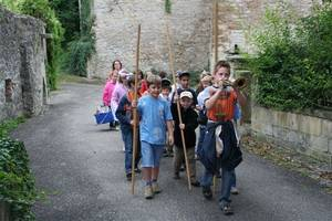 Gruppe verkleideter Kinder