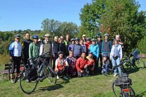 Eine Gruppe Radfahrer bei einer geführten Radtour