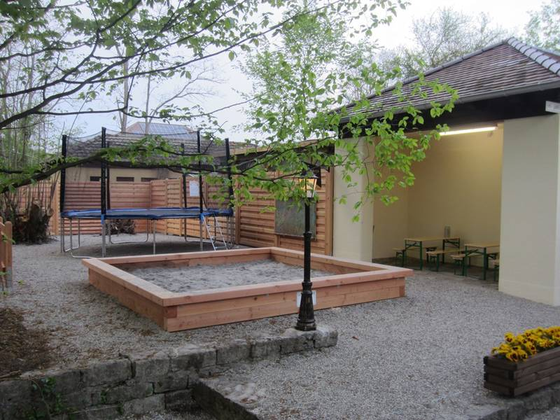 Biergarten Wintergarten Saline Mit Radservicestation Www Friedrichshall Tourismus De