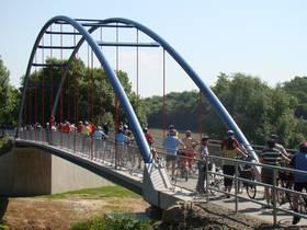 Die Brücke nach Oedheim auf dem Kocher Jagst Radweg