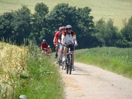 Radfahrer auf dem schönen Kochertalradweg