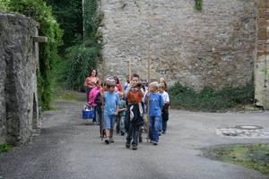 eine Gruppe verkleideter Kinder