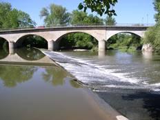 Die Kocherbrücke verbindet den alten mit dem neuen Kochendorf