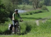Radfahrerin auf dem Neckartalradweg